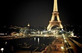 Эйфелева башня во Франции ночью