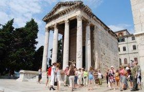 Храм Августа в городе Пула